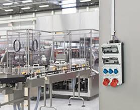Unsere Steckdosenkombinationen mit Energiezähler helfen Ihnen bei der eichrechtskonformen Strommessung.